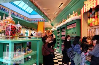 How the souvenir shop looks like